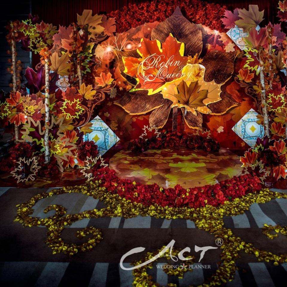 如何用似火的枫叶完成一场婚礼?