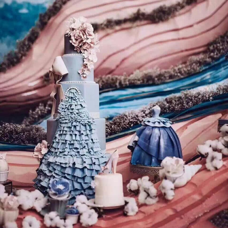 蔚蓝是依恋的执手,白衣是悠游的回眸
