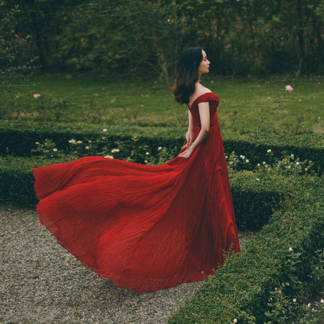真丝百褶红礼服
